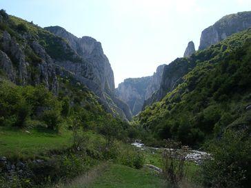 Die etwa zwei Kilometer lange Schlucht Cheile Turzii wird vom Hășdate-Bach durchflossen, der sich in den Kalkstein eingegraben hat.