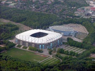 Die Imtech Arena mit der O2 World Hamburg im Hintergrund.