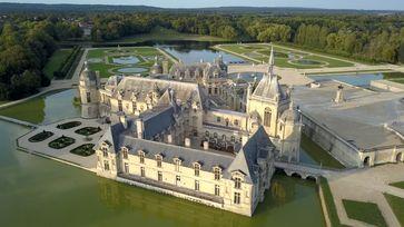 Schloss Chantilly ist umgeben von einem barocken Garten, den André Le Nôtre schuf. Bild: ZDF Fotograf: ZDF/Christophe Astruc