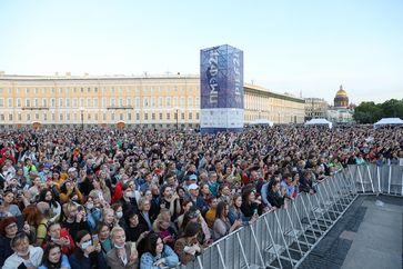 Zuschauer bei einem Konzert für Ärzte und Freiwillige im Rahmen des St. Petersburg International Economic Forum - 2021.