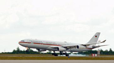 """Offizielle Regierungsmaschine der Bundesrepublik Deutschland: Airbus A340-313X VIP 16+01 """"Konrad Adenauer"""""""