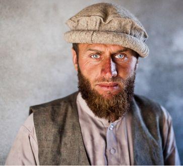Ein indogermanischer Afghane. Er könnte auch in Bayern leben ohne aufzufallen. Eine gemeinsame Kultur verband die meisten früheren Afghanen mit den europäischen Völkern.