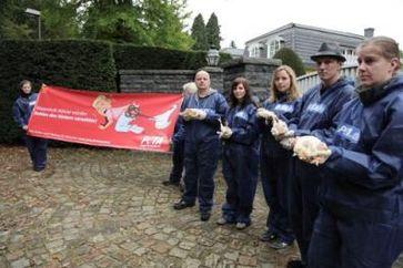 Protest vor Bohlens Villa in Tötensen Bild: PETA