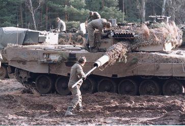 Bundeswehr könnte nach 4 Tagen Verteidigungsfall mit Steinen werfen...