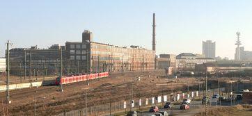 Rückseite des Continental-Werkes in Hannover-Vahrenwald, Ansicht von der nahegelegenen Bahnlinie aus