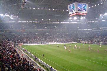 Die Veltins-Arena in Gelsenkirchen ist das Stadion des deutschen Fußball-Bundesligisten FC Schalke 04.