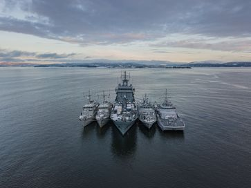 PHOTOEX OSLOFJORD.Von links, HNLMS Willemstad, BNS Bellis, FGS Donau, HMS Grimsby, HNOMS Otra