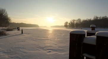 Zugefrohrener See (Symbolbild)