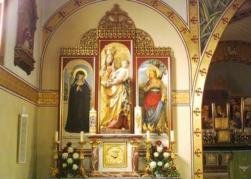Altar in der Piusbruderschaftskirche St. Joseph in Memmingen