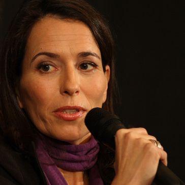 Anne Will bei einem Talkauftritt im November 2008