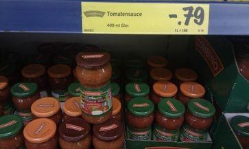 VIER PFOTEN hat die beanstandete Bolognese-Sauce heute bei einer Kontrolle bei LIDL in Hamburg-Altona immer noch im Regal vorgefunden. Bild: VIER PFOTEN