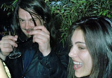 Oda Jaune (rechts) mit Jonathan Meese (2008)