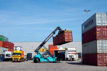 """Containerterminal Rotterdam Bild: """"obs/ZDF/Kristin Siebert"""""""