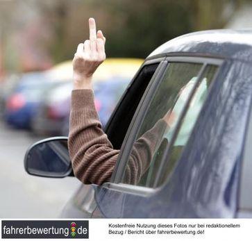 """Rücksicht im Straßenverkehr ist nicht jedermanns Sache. Bild: """"obs/fahrerbewertung.de"""""""