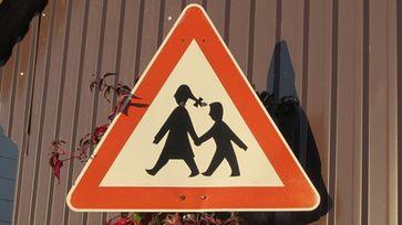 Kinder sollen in Kitas nicht mehr spielen sondern lernen: Kindheit unproduktiv und unerwünscht - Armes Deutschland (Symbolbild)