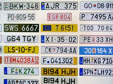 Einige Kfz-Kennzeichenschilder aus Europa