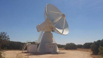 Über 13 Meter Durchmesser hat die Empfangsschüssel des Radioteleskops im spanischen Yebes. Quelle: © Instituto Geográfico National (idw)