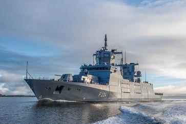 """Fregatte """"Sachsen-Anhalt"""" in der Flensburger Förde. Bild: Bundeswehr"""