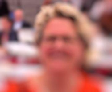Svenja Schulze fordert niedrigere Bildauflösung von Handys (Symbolbild)