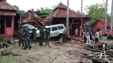 Tsunami auf Java und Sumatra 2018: Soldaten halfen bei der Bergung von Opfern und den Aufräumarbeiten
