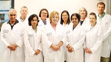 "Das Forscher-Team des Dr. Rath Research Instituts in San Jose, Kalifornien  Bild: ""obs/Dr. Rath Education Services BV/Dr Rath Research"""