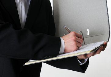Bewerten, Akte, Prüfen, Korrigieren, Fälschen, Richter, Staatsanwalt, Prüfer (Symbolbild)
