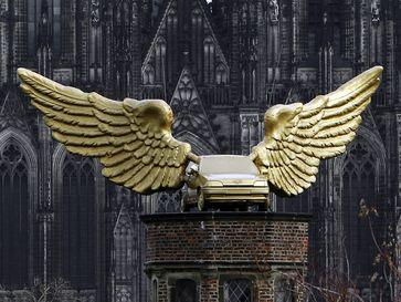 Goldenes Wahrzeichen über den Dächern der Stadt Bild: Ford-Werke GmbH Fotograf: Ford-Werke GmbH