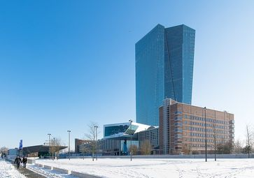 Frankfurt am Main: Gebäudekomplex der Europäischen Zentralbank (EZB), von Nordwesten gesehen