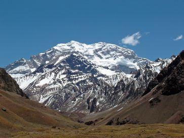 Der Aconcagua (mit komplettem Namen: Cerro Aconcagua) ist mit 6962 m der höchste Berg Südamerikas und des amerikanischen Doppelkontinents sowie der höchste Berg außerhalb Asiens und auf der Südhalbkugel. Da es in Asien 187 höhere Berge gibt, ist der Aconcagua der 188-höchste Berg der Welt.