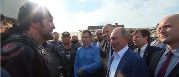 """Präsident Putin von Russland, """"Nachtwölfe""""-Präsident Alexander """"Chirurg"""" Saldostanow treffen die 8 köpfige Gruppe der Deutschen Mitte (DM) mit Christoph Hörstel"""