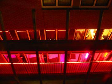 Typische Rotlicht-Beleuchtung eines Bordells