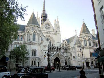 Royal Courts of Justice, Gerichtsgebäude in London, das auch den High Court of Justice beinhaltet und den Commercial Court (Handelsgericht), Admiralty Court (Gericht für seerechtliche Streitigkeiten) und Administrative Court (Verwaltungsgericht)