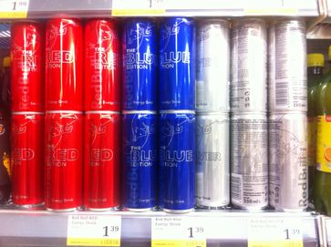 Energydrinks: Red Bull in der Special-Edition Red, Blue und Silver
