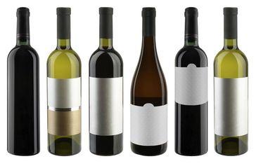 """Es gibt zwei unterschiedliche Klassifikationssysteme für Weine: Während das offizielle System die """"Qualität im Glas"""" anhand des Geschmacks und der Inhaltsstoffe misst, spielen bei der Bewertung der Weine durch den privaten Verband der Prädikatsweingüter (VDP) die geografische Lage, Bodenbeschaffenheit, Rebsorte und auch die Tradition des Weingutes eine Rolle. Quelle: istockphoto (idw)"""