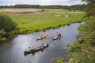 """Canoeing. Bild: """"obs/Airbnb Deutschland/Airbnb Germany GmbH"""""""