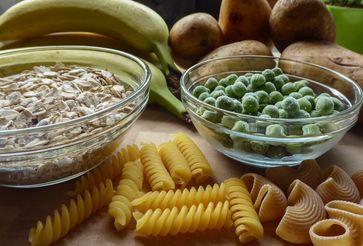 """Lebensmittel, die resistente Stärke liefern.  Bild: """"obs/Symbio Gruppe GmbH & Co KG/Angelika Hecht/SymbioPharm GmbH"""""""