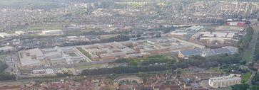 Blick auf die Haftanstalt Belmarsh (Mitte),  links davon HMP Isis, rechts daneben HMP Thameside