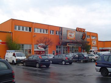 Außenansicht eines Kölner Obi-Baumarktes