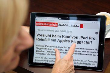 """Verbraucherzentrale NRW rät zur Vorsicht beim Kauf von iPad Pro: Reinfall droht mit Apples Flaggschiff. Bild: """"obs/Verbraucherzentrale Nordrhein-Westfalen e.V."""""""