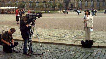 Fernsehreporterin der Deutschen Welle in Dresden