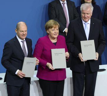 Scholz bei der Unterzeichnung des Koalitionsvertrages (2018)
