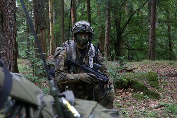 Soldat des Fallschirmjägerregiments 31 während einer Übung 2016