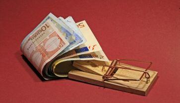 Schuldenfall: Die Schulden der einen, sind die Vermögen der anderen. Schuldner arbeiten für die Vermögenden (Symbolbild)