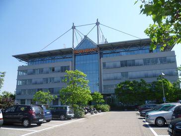 Hauptgebäude der Zentralverwaltung der Hornbach Baumarkt AG in Bornheim (Pfalz).