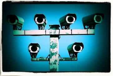 Der permanente Versuch der Totalüberwachung aller Menschen liegt als Ursache die Angst einiger weniger scheinbarer Machthaber zugrunde (Symbolbild)