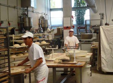 Backstube einer größeren Bäckerei