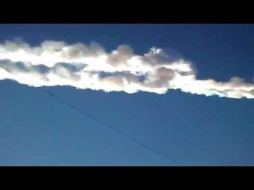 "Screenshot aus dem Youtube Video ""Exploding meteor over Russia 15/02/2013"""