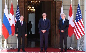 Bundespräsident Guy Parmelin begrüsst Joe Biden und Wladimir Putin (2021)