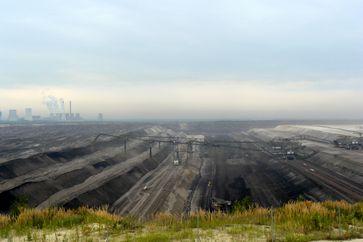 Abraumförderbrücke 33F60 im Tagebau Nochten