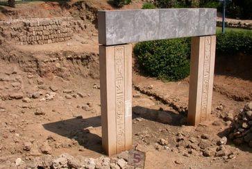 Rekonstruiertes Zugangstor zur ägyptischen Festung Quelle: Foto: ©M. Peilstöcker & JCHP (idw)